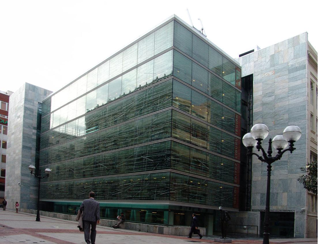 Fachada-biblioteca-foral-muro-cortina-modular-Riventi (4)