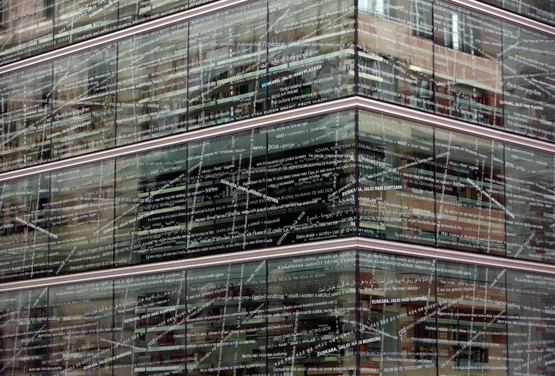 Fachada-biblioteca-foral-muro-cortina-modular-Riventi (6)