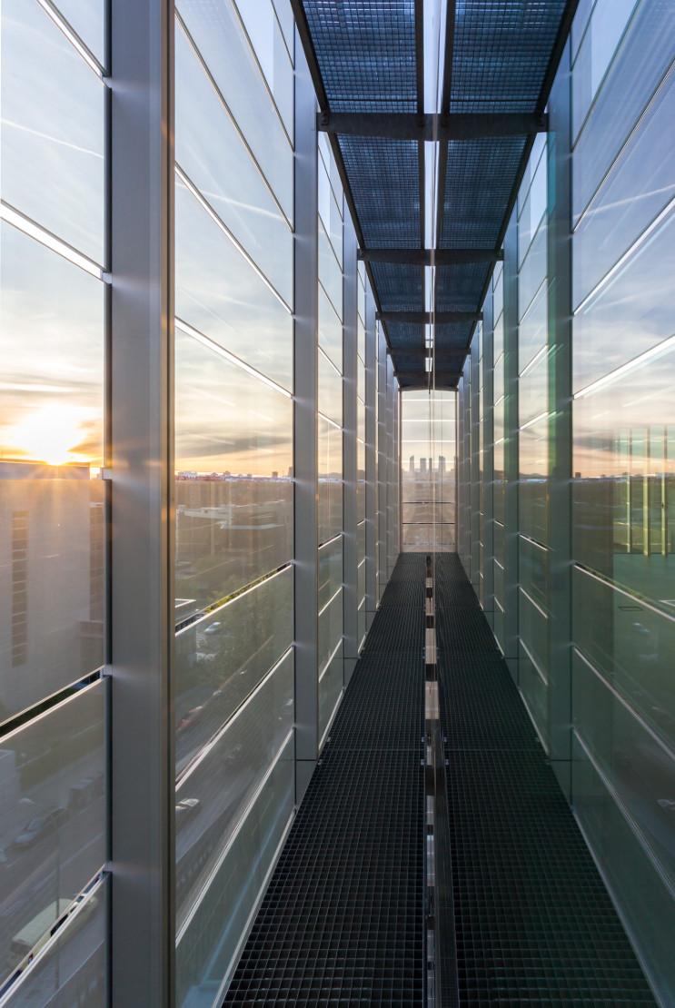 Fachada-doble-piel-muro-cortina-edificio-oficina-bayon-arquitectos-calle-torrelaguna-riventi (1)