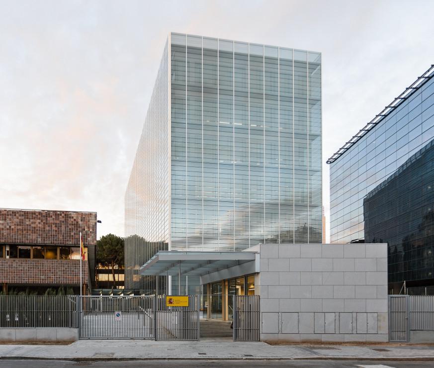 Fachada-doble-piel-muro-cortina-edificio-oficina-bayon-arquitectos-calle-torrelaguna-riventi (11)