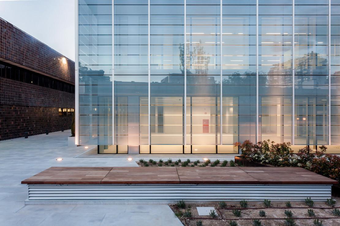 Fachada-doble-piel-muro-cortina-edificio-oficina-bayon-arquitectos-calle-torrelaguna-riventi (12)