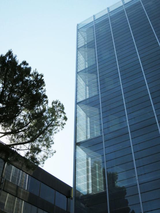 Fachada-doble-piel-muro-cortina-edificio-oficina-bayon-arquitectos-calle-torrelaguna-riventi (14)