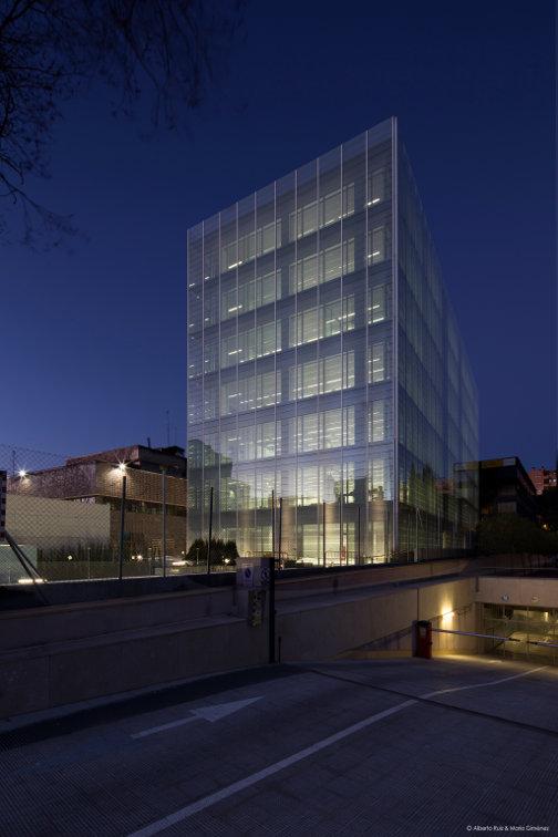 Fachada-doble-piel-muro-cortina-edificio-oficina-bayon-arquitectos-calle-torrelaguna-riventi (3)