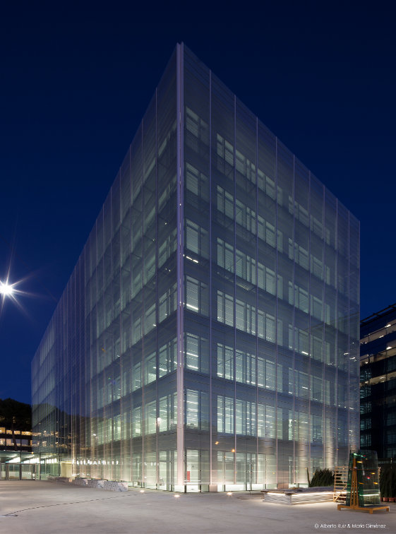Fachada-doble-piel-muro-cortina-edificio-oficina-bayon-arquitectos-calle-torrelaguna-riventi (4)