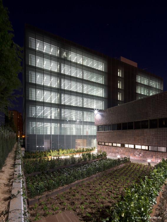 Fachada-doble-piel-muro-cortina-edificio-oficina-bayon-arquitectos-calle-torrelaguna-riventi (7)
