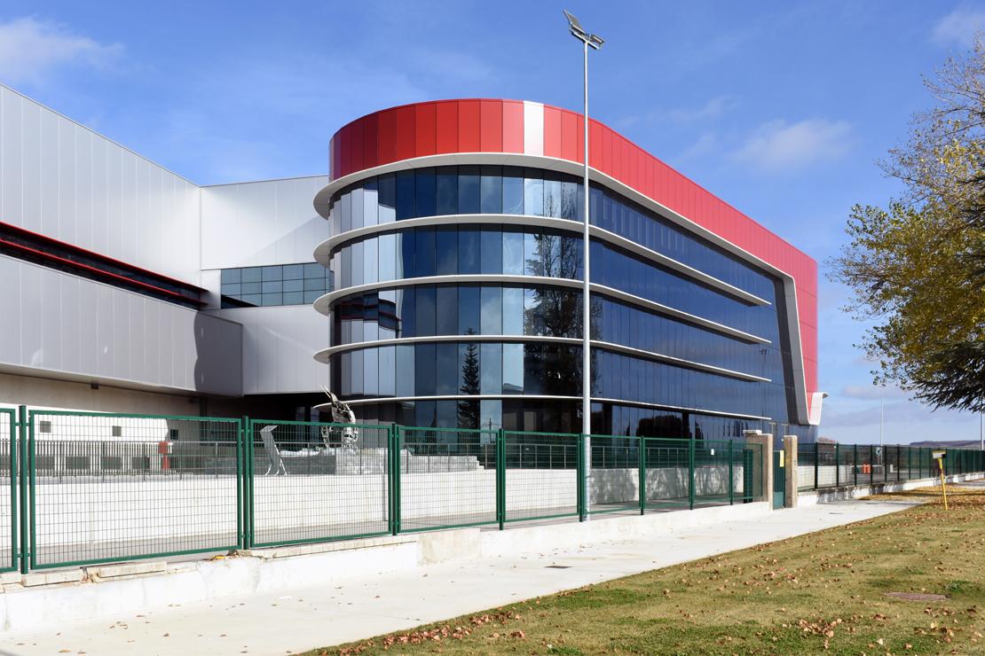 Fachada-oficinas-campofrio-Burgos_Riventi_muro-cortina-brise-soleil (4)