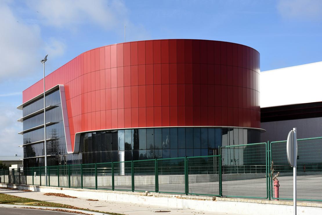 Fachada-oficinas-campofrio-Burgos_Riventi_muro-cortina-brise-soleil (5)