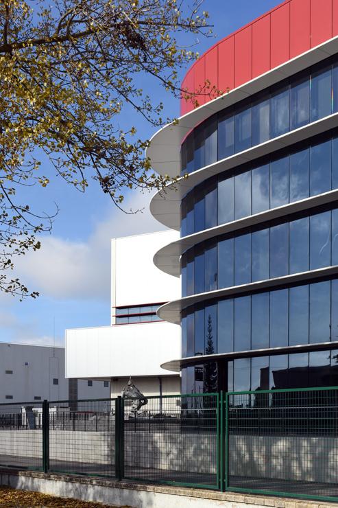 Fachada-oficinas-campofrio-Burgos_Riventi_muro-cortina-brise-soleil (6)