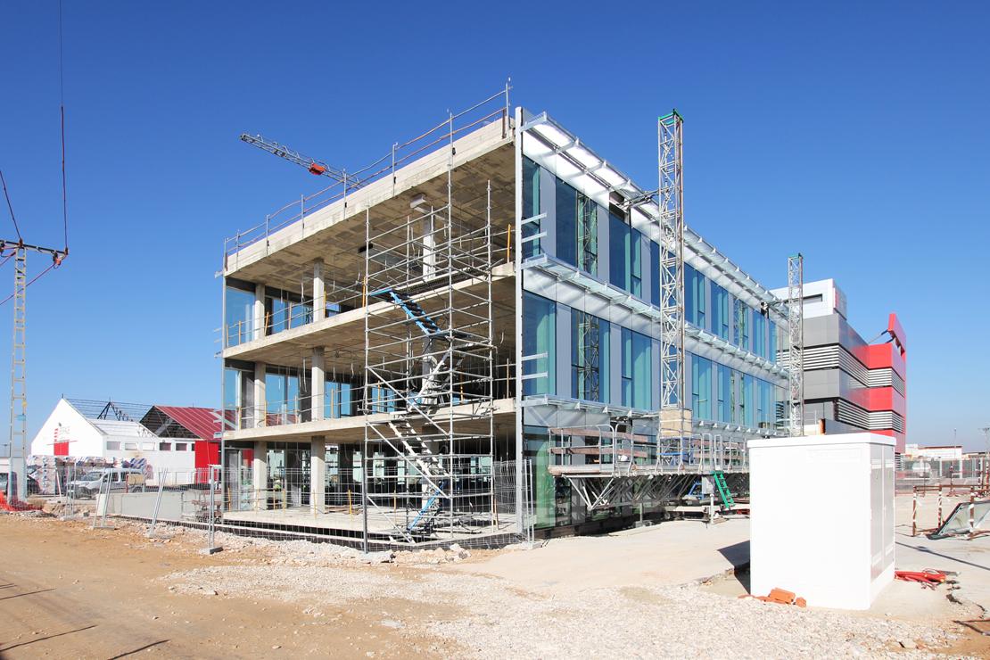 Fachada-oficinas-eiffage-energía-doble-piel-riventi-muro-cortina (3)