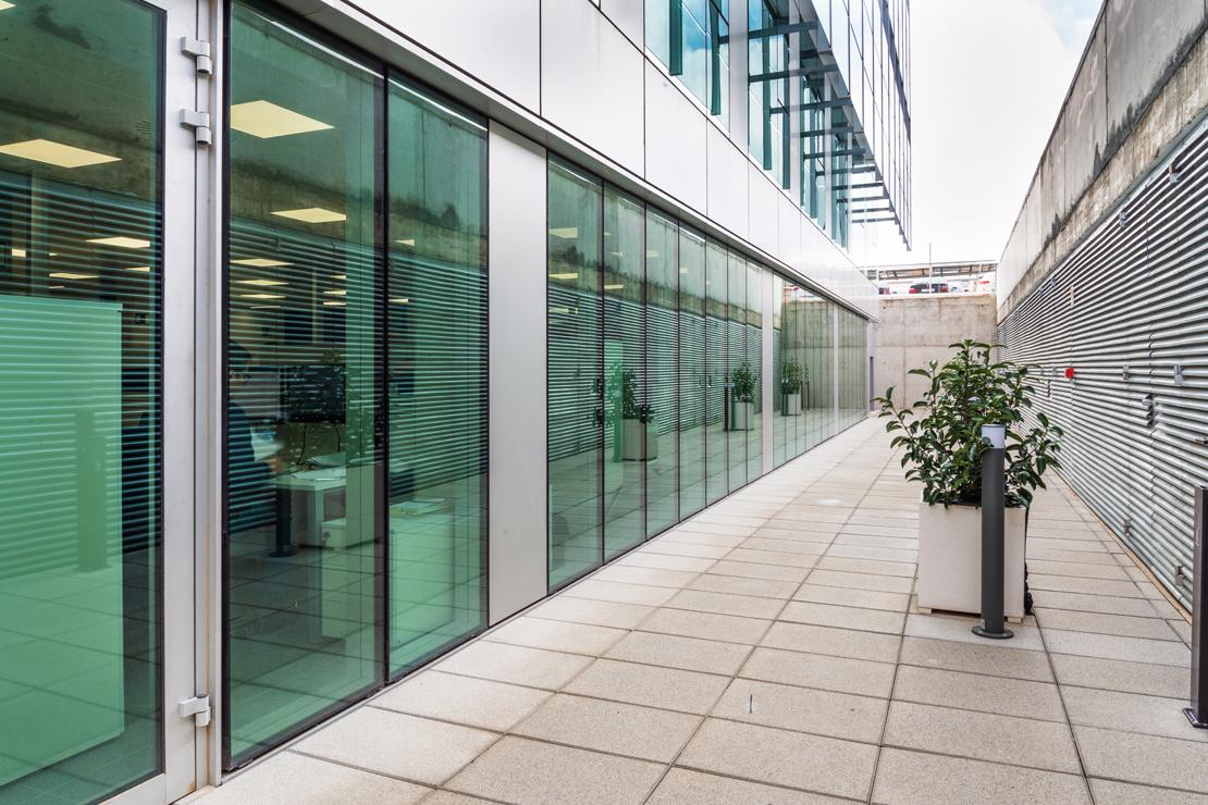 Fachada-oficinas-eiffage-energía-doble-piel-riventi-muro-cortina (5)
