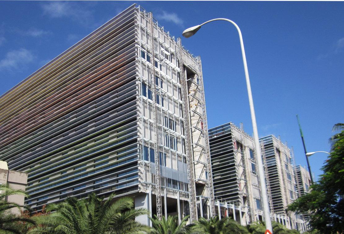 Fachada_muro-cortina_Ciudad Judicial de Las Palmas Riventi (2)