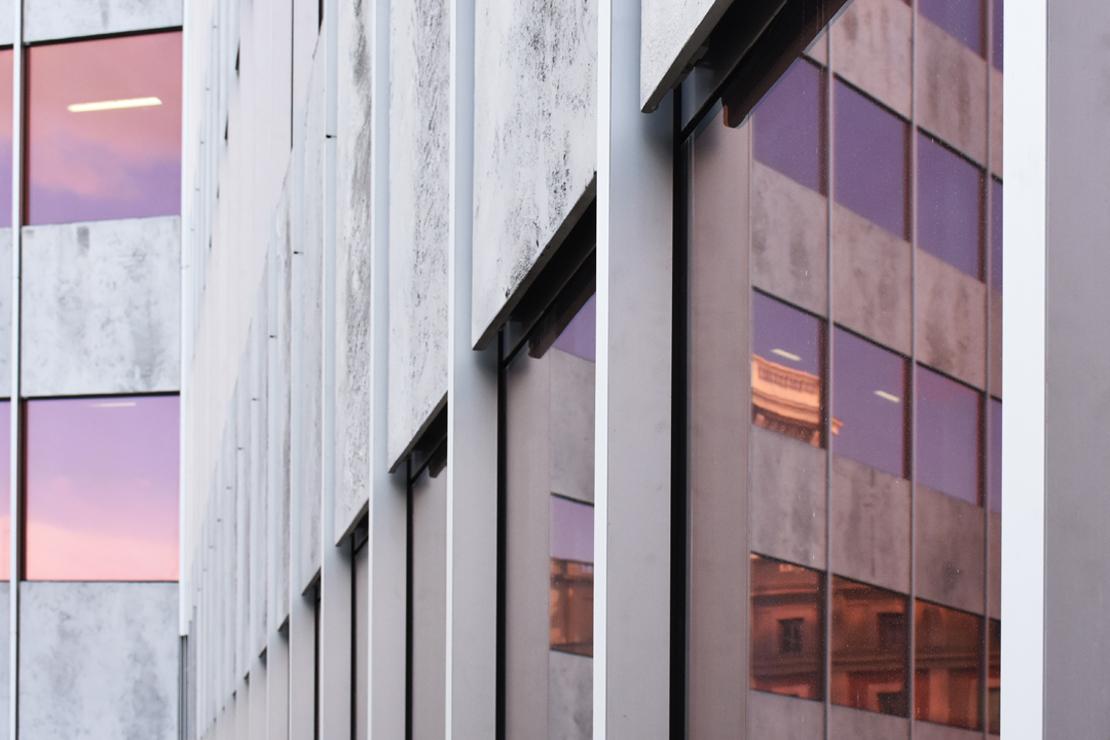 Remodealción de la Torre Bizkaia con sistema de muro cortina R70ST de Riventi