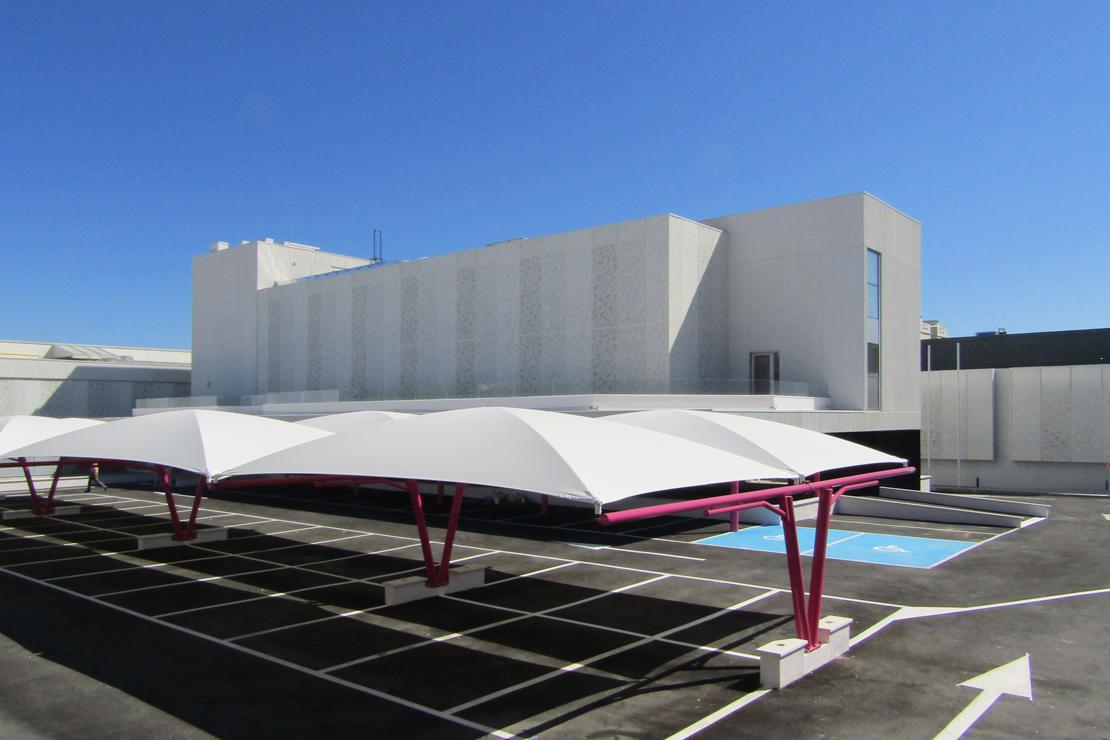 R-194_Laboratorios Merck_fachada_Riventi_muro-cortina_chapa perforada (7)