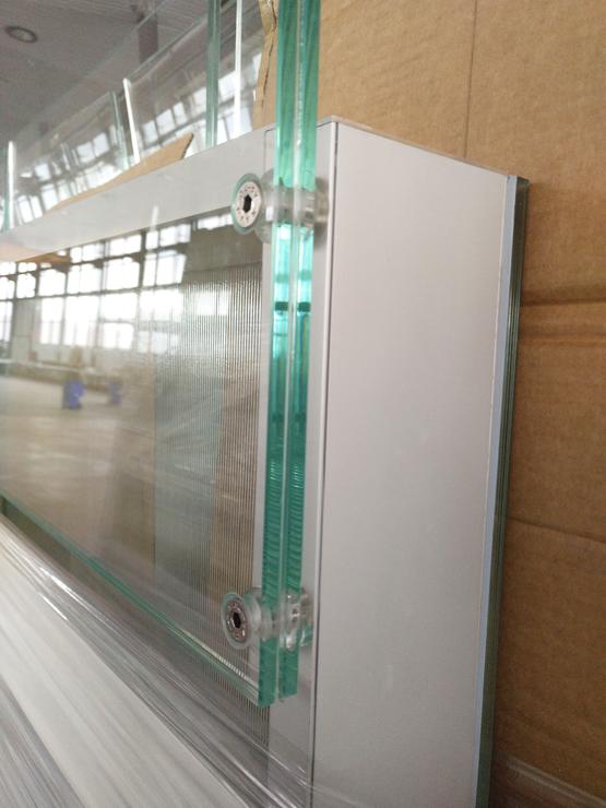 edificio-luz-fachada-doble-piel-muro-cortina-barandilla-modular-riventi (3)