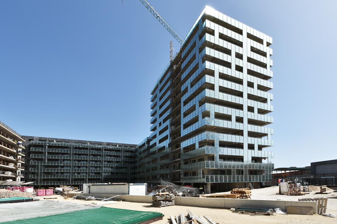 edificio-luz-fachada-doble-piel-muro-cortina-barandilla-riventi_ (2)