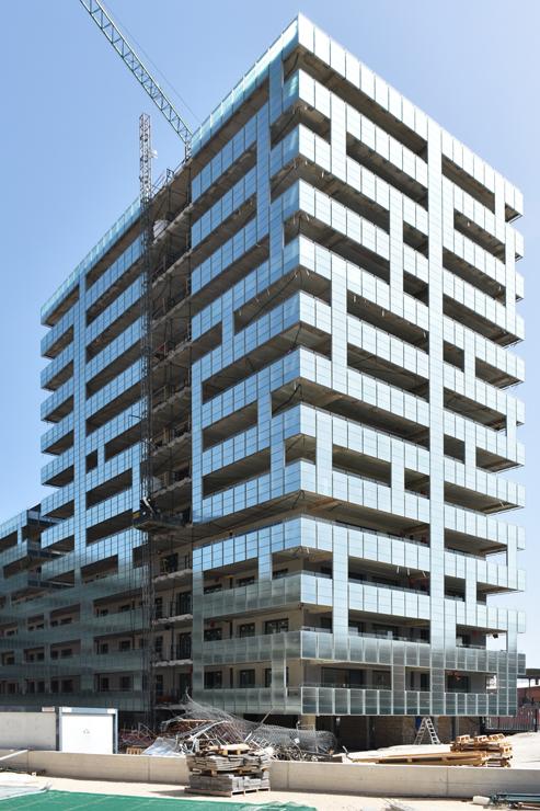edificio-luz-fachada-doble-piel-muro-cortina-barandilla-riventi_ (3)