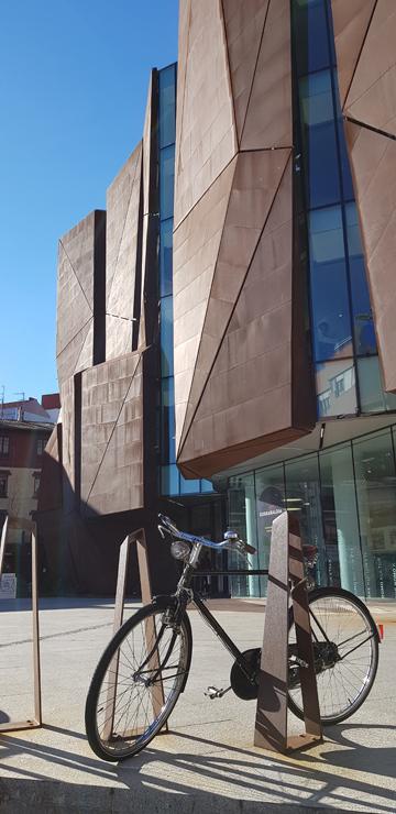 fachada-casa-cultura-Romo-Kultur Etxea_muro-cortina-riventi-Pic_Aitor Elorduy (1)
