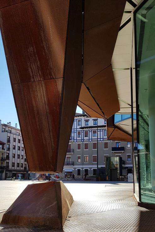 fachada-casa-cultura-Romo-Kultur Etxea_muro-cortina-riventi-Pic_Aitor Elorduy (7)