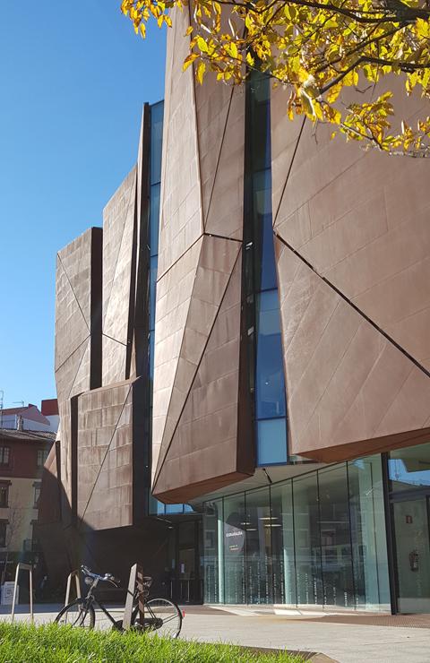 fachada-casa-cultura-Romo-Kultur Etxea_muro-cortina-riventi-Pic_Aitor Elorduy (8)