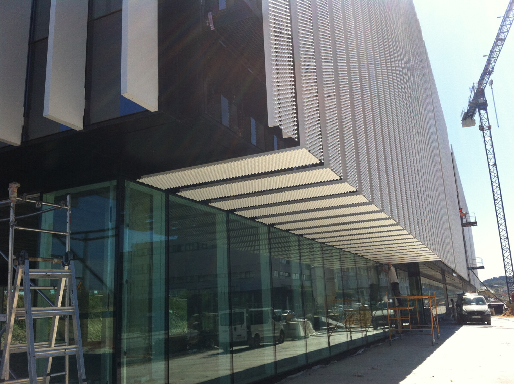 fachada-doble-piel-deploye-sede-parque-cientifico-upv-muro-cortina-riventi_obra (4)