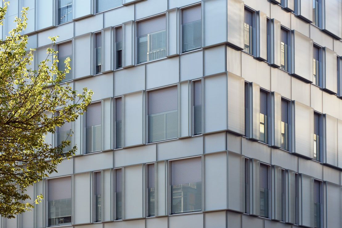 fachada-muro-cortina-cajas-vidrio-impreso-viviendas-torres-castilla-burgos-riventi (1)