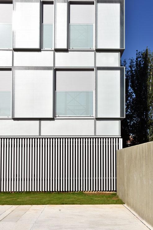 fachada-muro-cortina-cajas-vidrio-impreso-viviendas-torres-castilla-burgos-riventi (14)