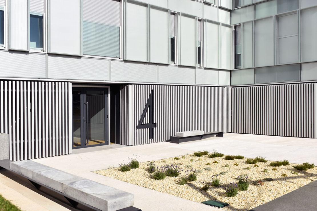 fachada-muro-cortina-cajas-vidrio-impreso-viviendas-torres-castilla-burgos-riventi (17)