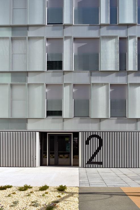 fachada-muro-cortina-cajas-vidrio-impreso-viviendas-torres-castilla-burgos-riventi (18)