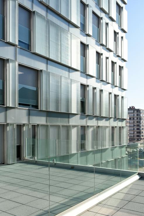 fachada-muro-cortina-cajas-vidrio-impreso-viviendas-torres-castilla-burgos-riventi (3)