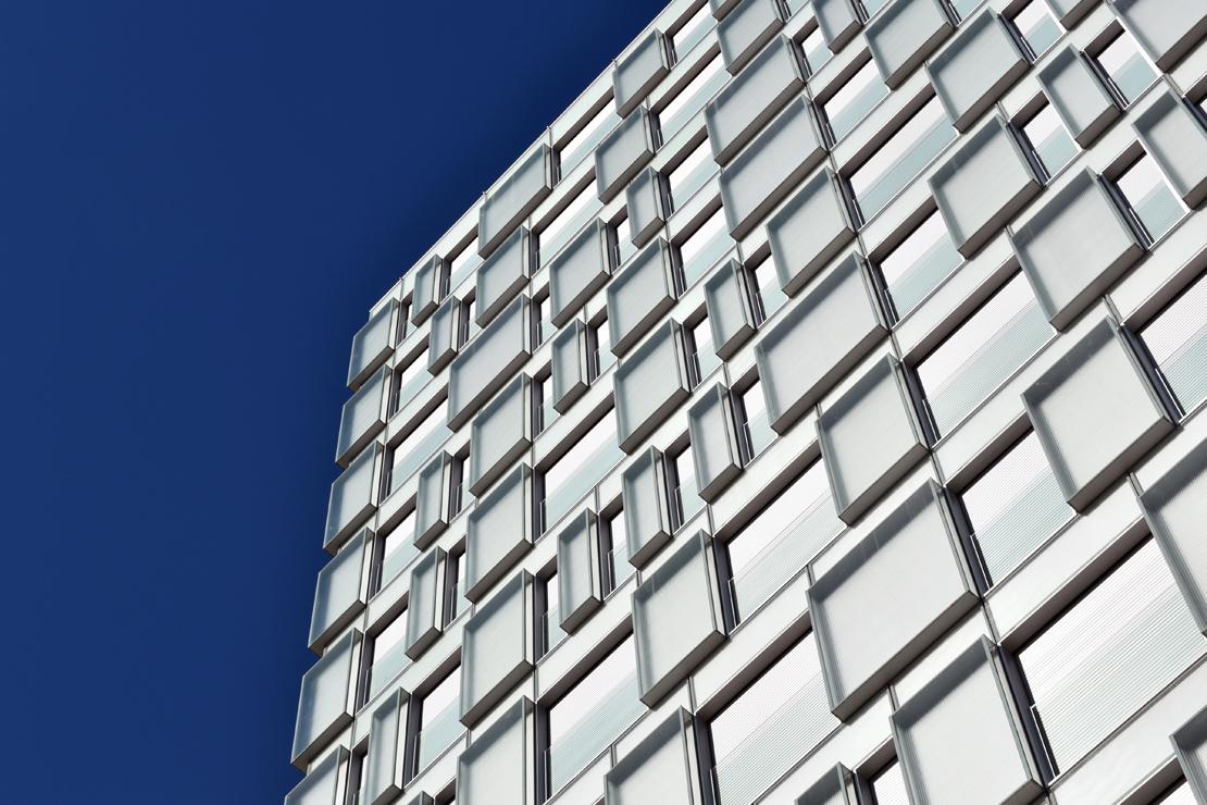 fachada-muro-cortina-cajas-vidrio-impreso-viviendas-torres-castilla-burgos-riventi (9)
