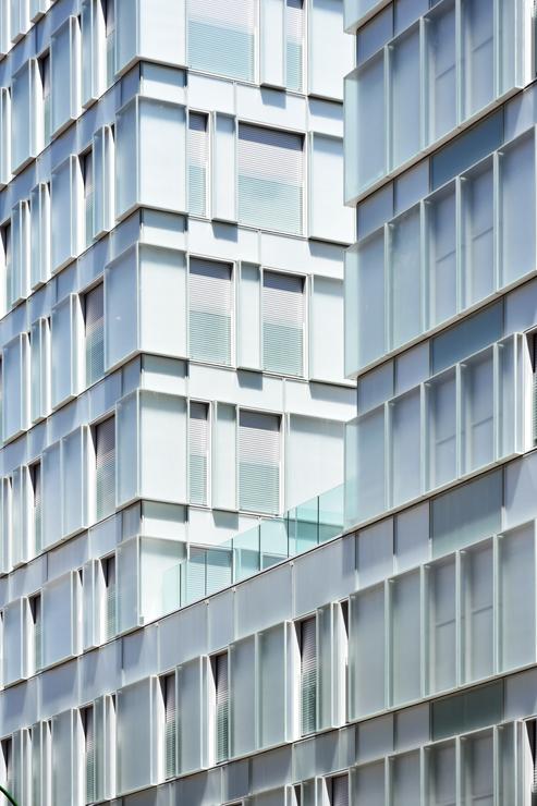 fachada-muro-cortina-cajas-vidrio-impreso-viviendas-torres-castilla-burgos-riventi_ (4)