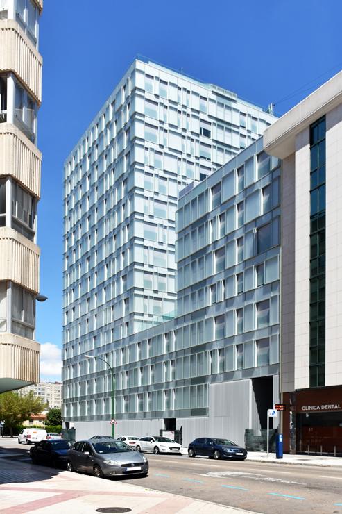 fachada-muro-cortina-cajas-vidrio-impreso-viviendas-torres-castilla-burgos-riventi_ (7)