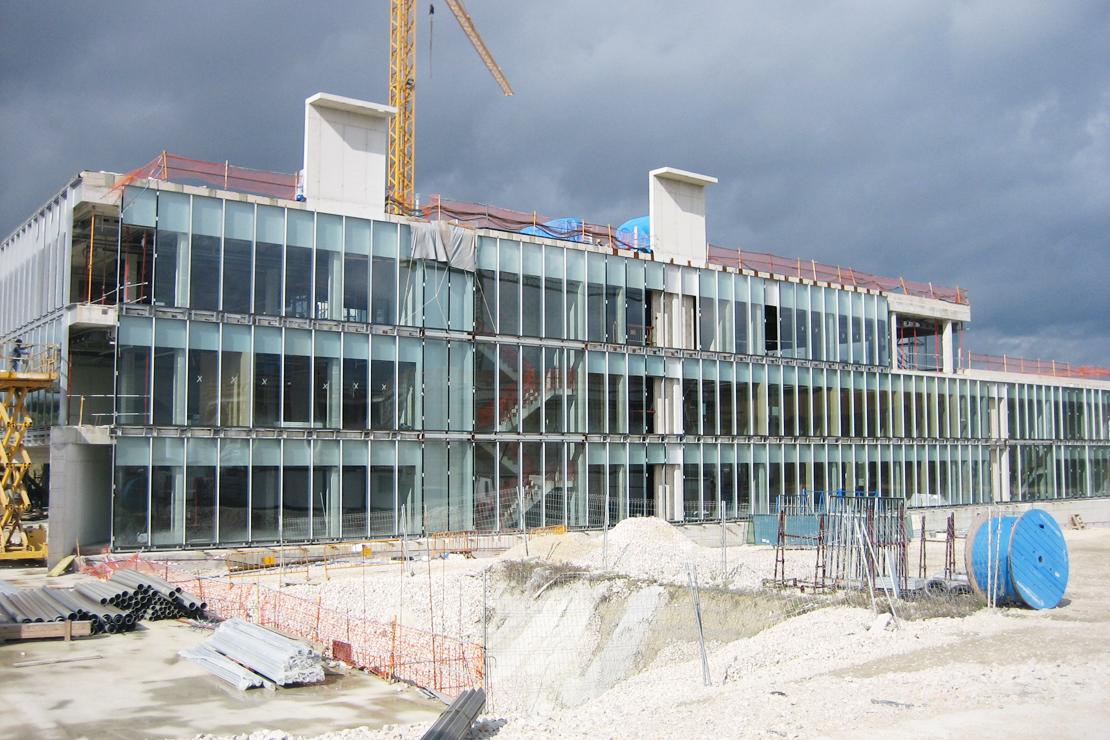 muro-cortina-fachada-Riventi-gamesa-eolica-montaje