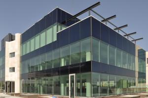 muro-cortina-oficinas-charmex-II-fachada-riventi (3)