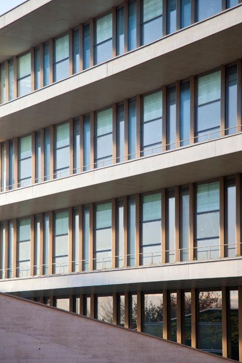 Fachada-Edificio-Usos-Multiples-Salamanca-muro-cortina-riventi (1)