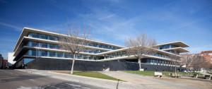 Fachada-Edificio-Usos-Multiples-Salamanca-muro-cortina-riventi (2)