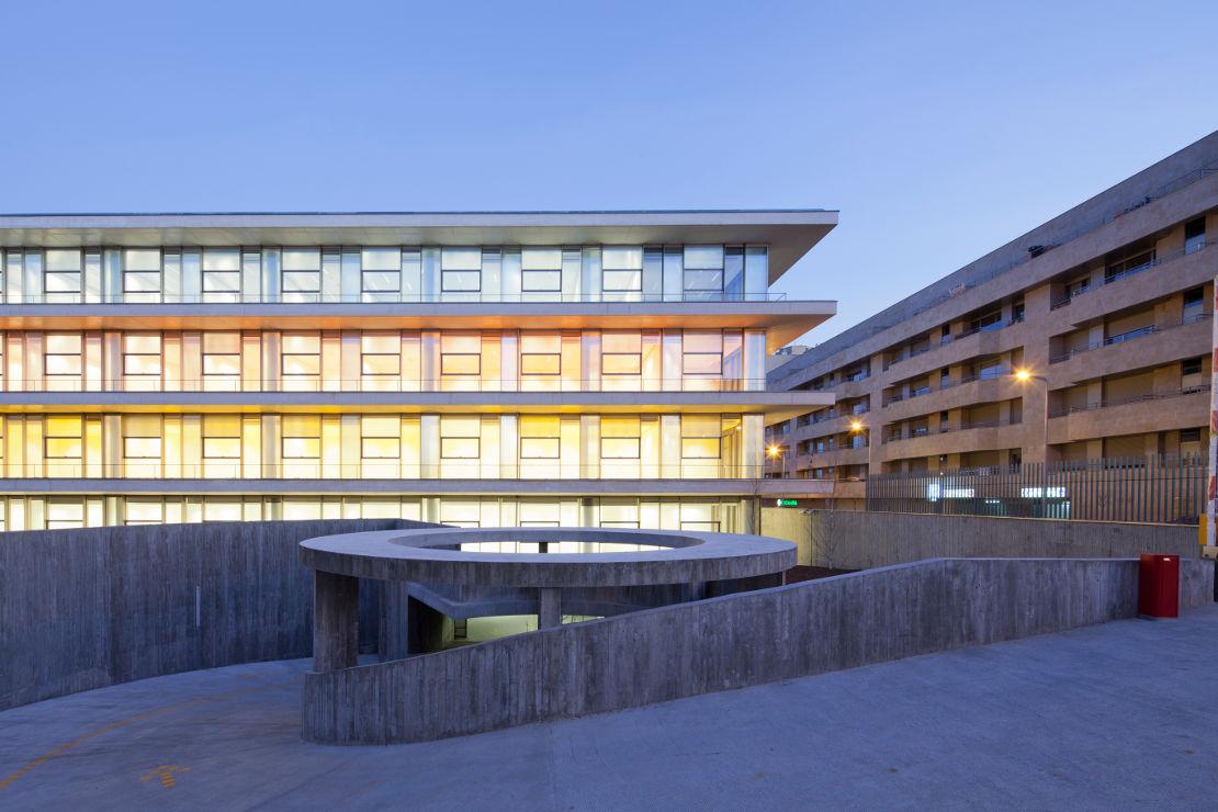 Fachada-Edificio-Usos-Multiples-Salamanca-muro-cortina-riventi (5)