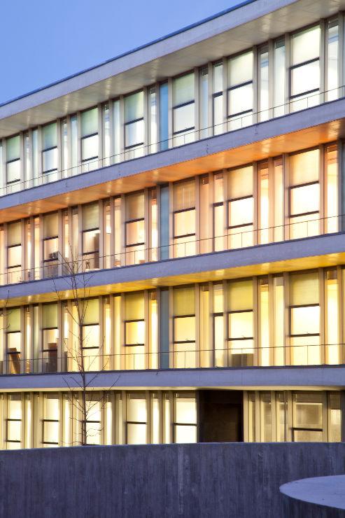 Fachada-Edificio-Usos-Multiples-Salamanca-muro-cortina-riventi (6)