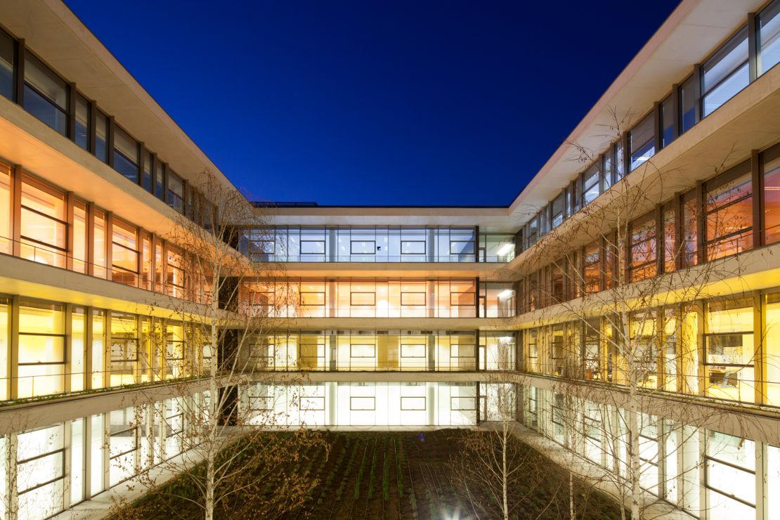 Fachada-Edificio-Usos-Multiples-Salamanca-muro-cortina-riventi (7)