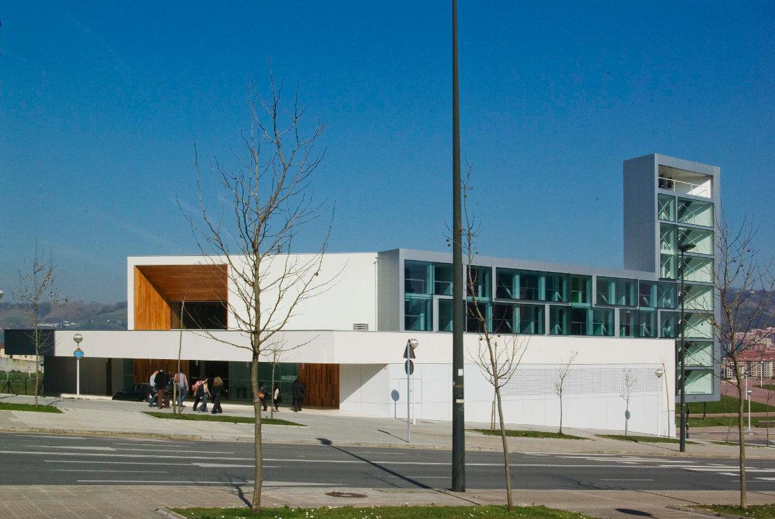 iglesia-miribilla-fachada-riventi-muro-cortina-modular (1)