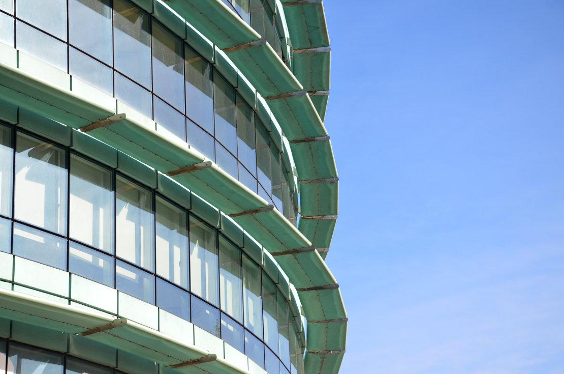 Fachada_modular_muro_cortina_parasoles_Edificio_Plaza_Rey_Burgos_Riventi (1)