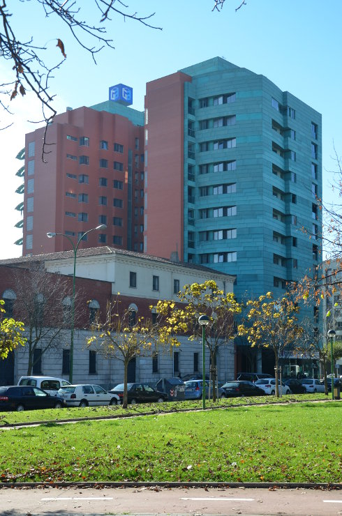 Fachada_modular_muro_cortina_parasoles_Edificio_Plaza_Rey_Burgos_Riventi (3)