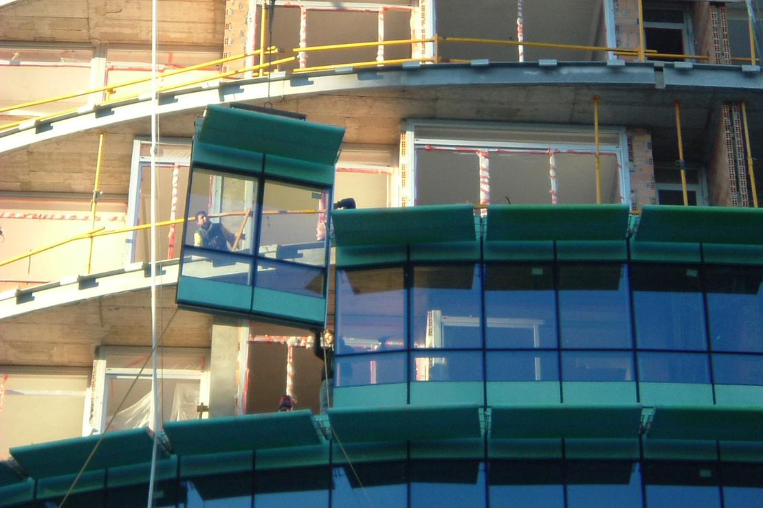 Fachada_modular_muro_cortina_parasoles_Edificio_Plaza_Rey_Burgos_Riventi (9)