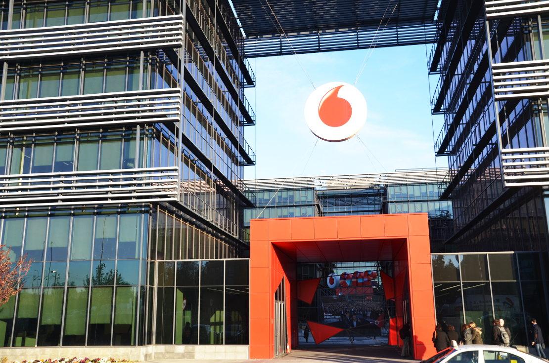 Fachada muro cortina Fundacion Vodafone
