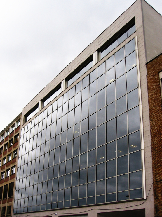 Fachada muro cortina Oficinas Urcelay Riventi 02