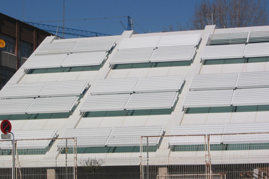 Rehabilitación de Fachada inclinada muro cortia del PPO Burgos