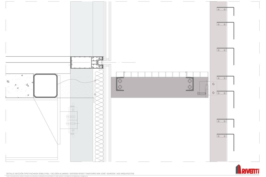 Sección constructiva de doble piel, muro cortina y celosía de aluminio para el Tanatorio San José en Burgos