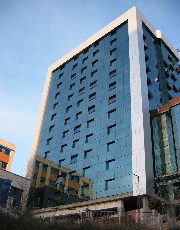 hotel-nuevo-madrid-fachada-muro-cortina-Riventi (2)