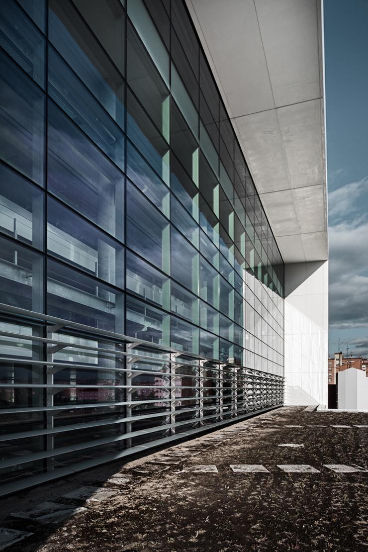 muro-cortia-TGSS-valladolid-lucernario-suspendido-fachada-riventi (11)