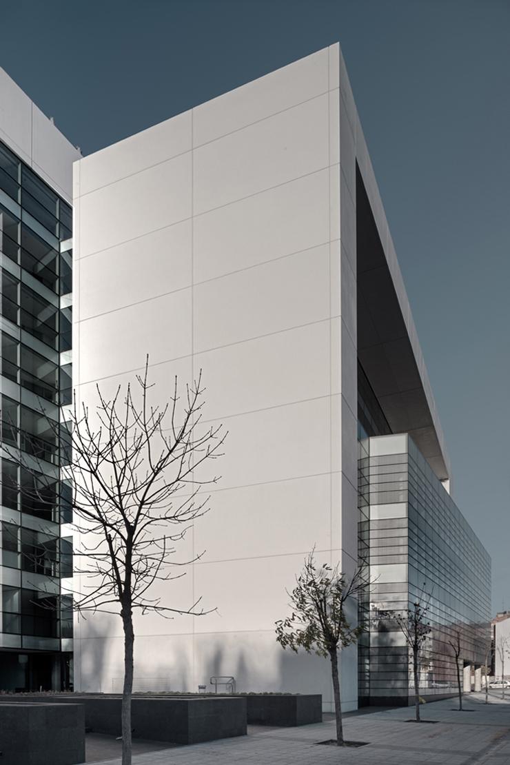 muro-cortia-TGSS-valladolid-lucernario-suspendido-fachada-riventi (12)